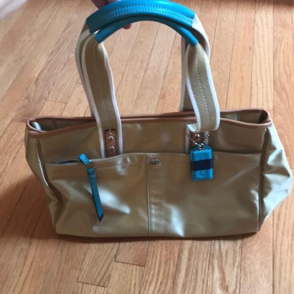 a7c4dd0304 Coach Handbags - 🙌 Sale! Coach Hampton bag